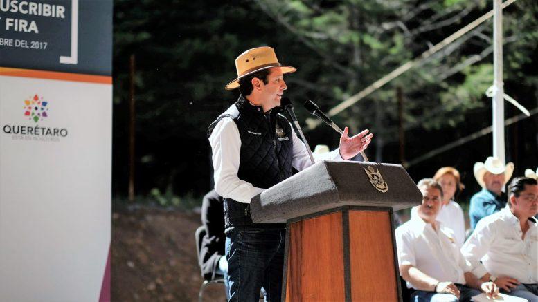 El Gobernador, Francisco Domínguez encabezó la entrega Regional de Apoyos Agropecuarios 2017 por más de 3.38 millones de pesos, en el Municipio de Amealco de Bonfil.