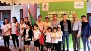 Raúl Orihuela abandera a Equipo de Atletismo