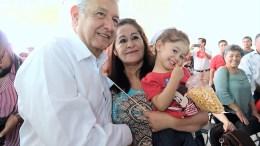 AMLO visita Querétaro; denuncian corrupción del dirigente de Morena