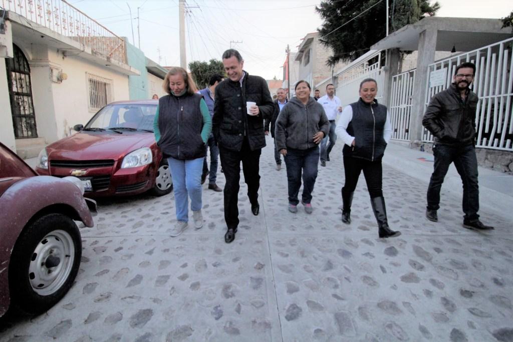 Mauricio Kuri recorrió las obras construidas en la colonia Santa Bárbara en compañía de los ciudadanos