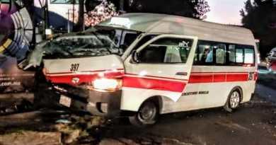Choca combi contra camión en el periférico de Morelia; hay 4 heridos