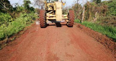 Gobierno de Michoacán, restauró 23 km de caminos rurales en Apatzingán