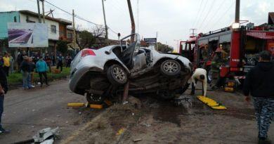 Quilmes: automovilista en grave estado tras chocar contra un poste