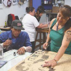 """Tallar en madera ha sido una forma de sanar"": Madres de Soacha"