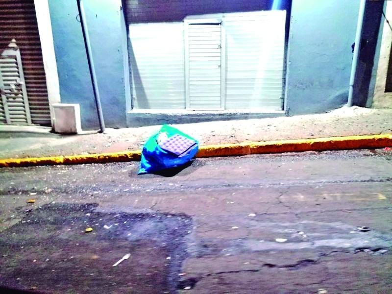 El desperfecto de los camiones de basura, ha provocado que se observen montones de residuos en la vía pública.