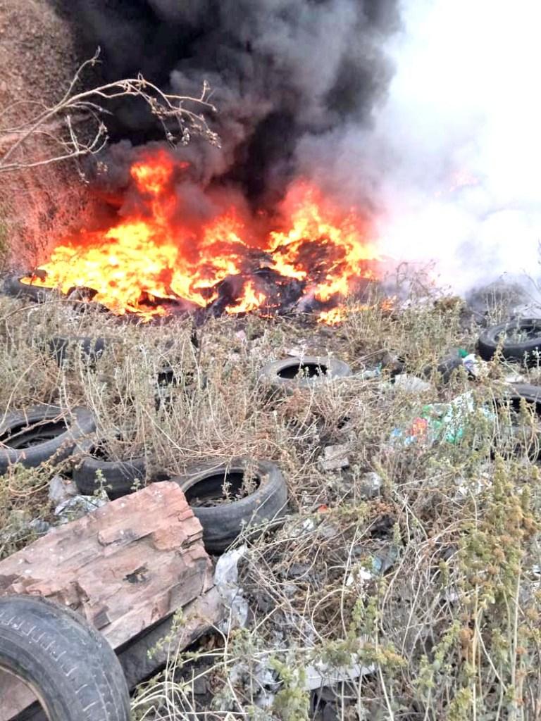 Ahora no fue en las minas de la cañada, sino en un predio ubicado a un costado del Circuito Chapultepec, cerca de la entrada a la colonia Viveros de la Loma, donde la tarde de ayer se incendiaron un aproximado de 50 llantas en desuso.