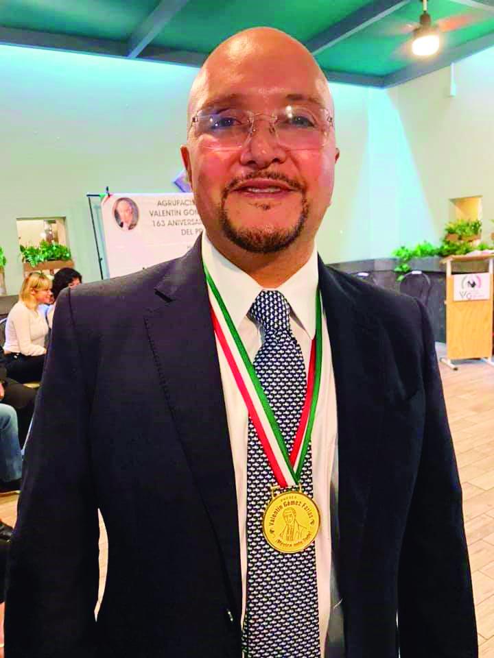Lorenzo Arroyo recibió el reconocimiento como El Ciudadano de la República.