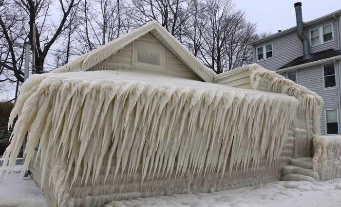 Πάγος κάλυψε ολόκληρη κατοικία στη Ν. Υόρκη