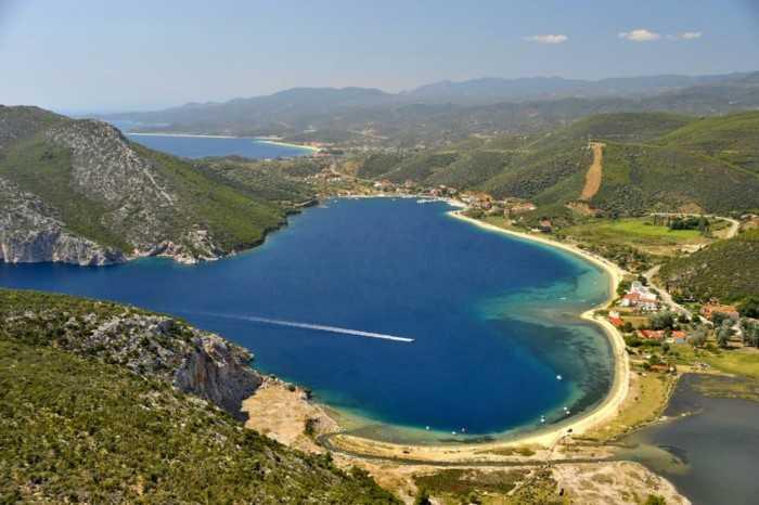 Τορωναίος λιμήν το μεγαλύτερο και ασφαλέστερο φυσικό λιμάνι της Ελλάδας με την ατέλειωτη ομορφιά