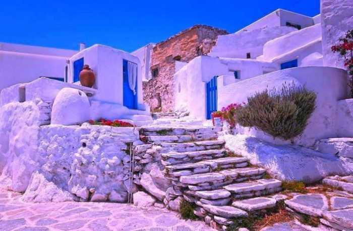 Σίκινος η «μικρή κυρία» των Κυκλάδων: Το νησάκι των 300 κατοίκων με την σπάνια ομορφιά