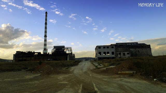 """Οδοιπορικό στο """"στοιχειωμένο"""" εργοστάσιο λιπασμάτων Δραπετσώνας"""