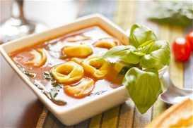 Ντοματόσουπα με τορτελίνια