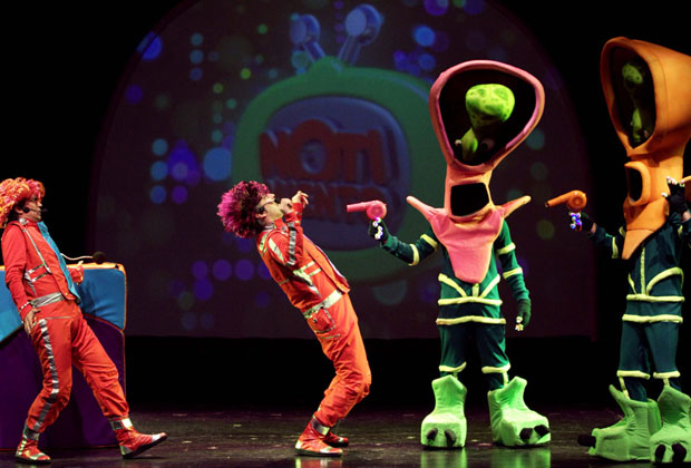 """17- Los Cazurros harán dos funciones de su espectáculo """"Los Cazurros. Invasión"""". Será los sábados 26 de julio y 2 de agosto a las 15 y 17 hs en el Teatro Margarita Xirgu, Espacio UNTREF (Chacabuco 875). Las localidades cuestan 100 pesos."""