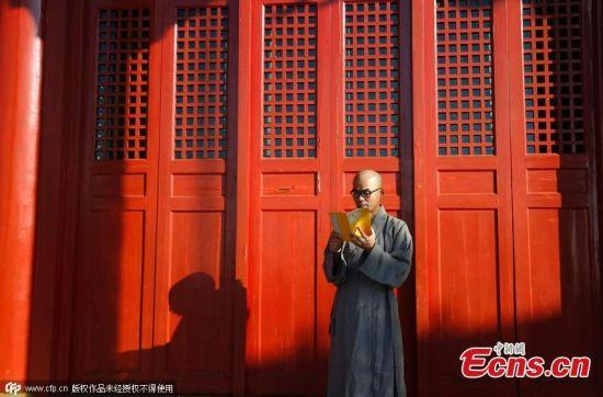 550x362xLiu-Jingchong-monk2.jpg.pagespeed.ic.LWk0nB5FA1
