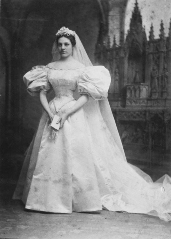 600x840xheirloom-wedding-dress2-600x840.jpg.pagespeed.ic.qFG2zPXGlh
