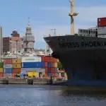 Barco-entrando-al-puerto-montevideo-presidencia