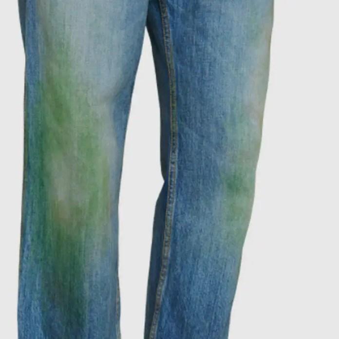 Gucci Lanza Una Linea De Jeans Desgastados Con Manchas De Hierba Por Usd 765 Periodismo Com