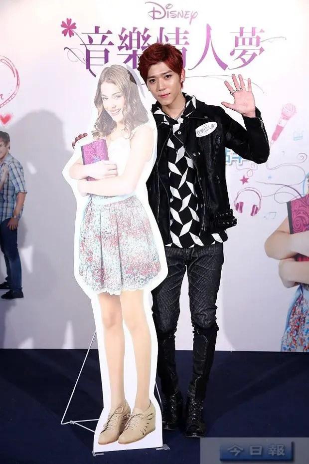 Bii, cantante y fanático de Violetta en China