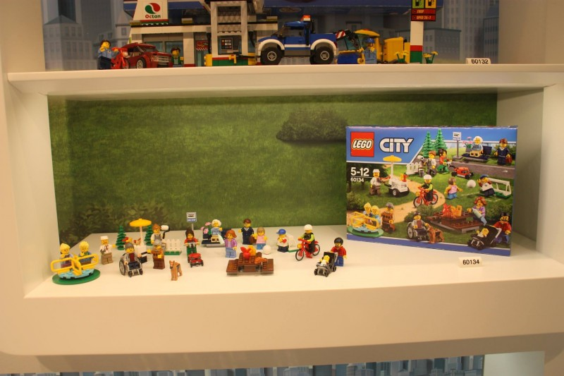 lego-fun-in-the-park-set-to-launch-in-june-2016-800x533