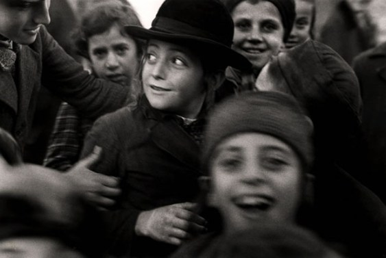 Niña judía en Mukacevo, Ucrania, 1935-38.
