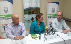 Sria. de Protección al Medio Ambiente Thelma Castañeda y a la izquierda