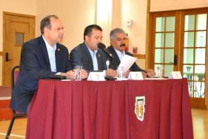 acompañaron al Rector de la UABC: Gustavo Adolfo De Hoyos Walther, Presidente del Patronato Universitario, y el Fernando Durán Martínez, Vocal del Patronato Universitario.