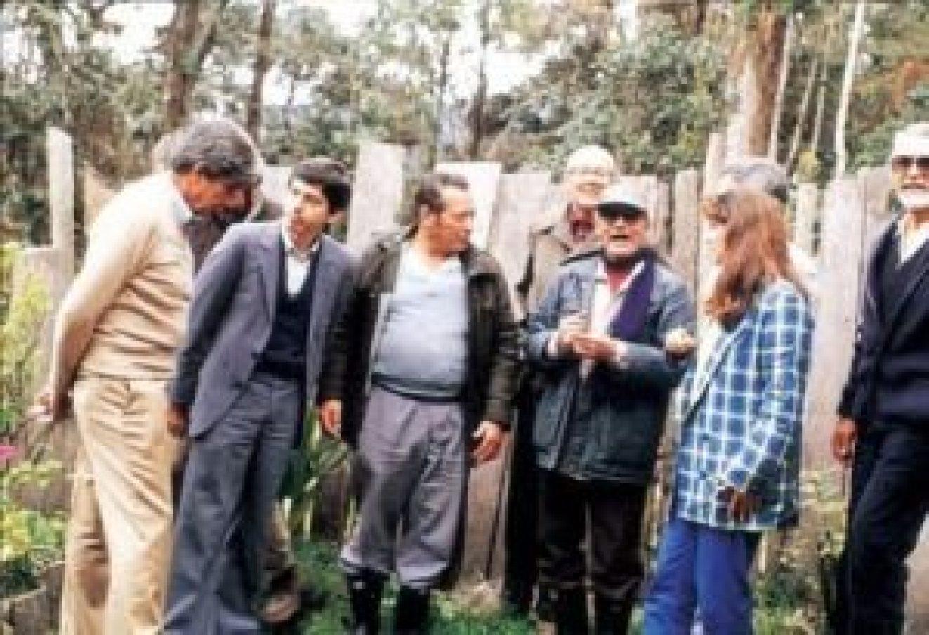 César Gaviria con sus amigos de las FARC. También están allí Jaime Uribe, Manuel Marulanda, Alfonso López M., Jacobo Arenas, Jaime Castro, Noemi Sanin, Pedro Gòmez, Padre Rafael García Herreros