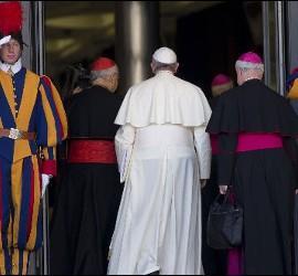 Francisco entra en el Sínodo
