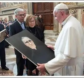 El Papa Francisco, con un retrato del Beato Romero