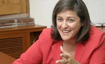 Cacho ficha a la ex ministra de las