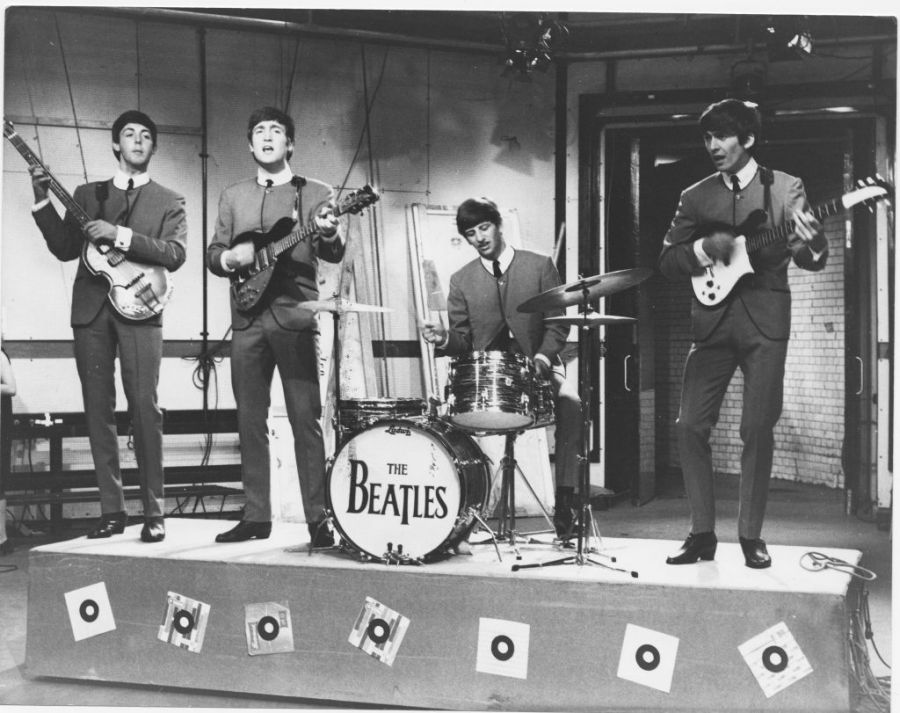 The Beatles (bassist Paul McCartney, guitarist John Lennon (1940-1980), drummer Ringo Starr and guitarist George Harrison (1943-2001)), performing on the set of ITV music show Ready Steady Go!, at Kingsway Studios, London, England, Great Britain, 4 October 1963. (Photo by David Redfern/Redferns/Getty Images)