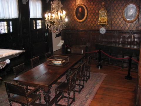 Plantin Table