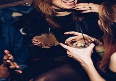 Ladies' Night: Sebotol Albens dan si Rambut Merah 1
