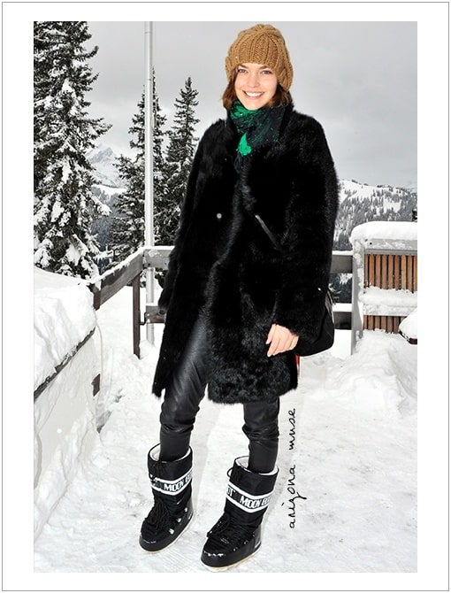 ski-style-via-moon-boots-fur-coat-black-leather-skinnies-beanie-via-whowhatwear.com_