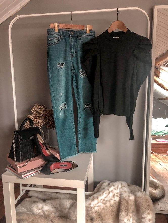 Mom jeans y top negro de Femme Luxe