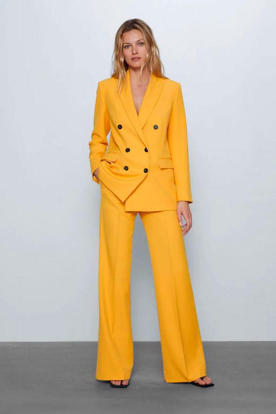 Traje amarillo Zara