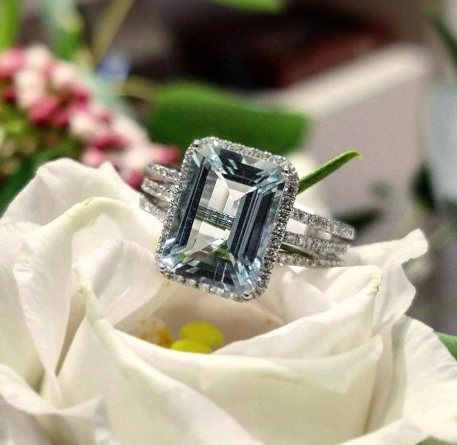 El regalo ideal anillo de aguamarina, diamantes y oro blanco.