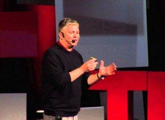 Cristiano Bottone Transiton durante un TEDx a Bologna