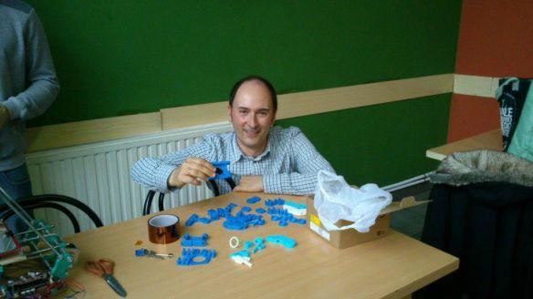 Entrega de piezas de plastico, impresas en una impresora 3D donante