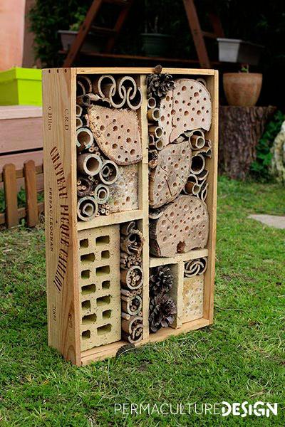 Hôtel à insectes pour jardin permaculture