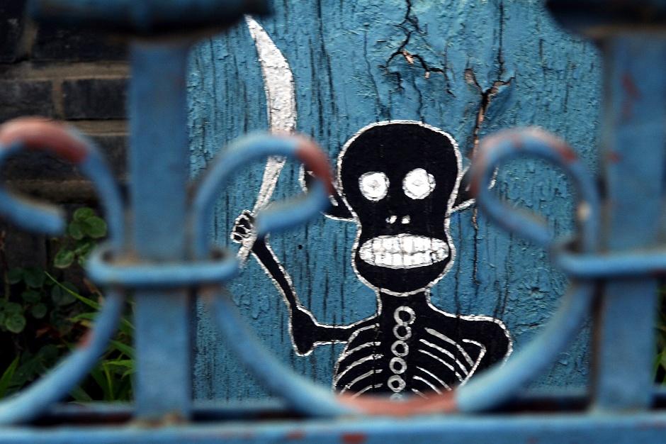 <strong>13. Rumunia, Sapanta. </strong> Wesoły Cmentarz to i kościotrup wygląda na zadowolonego. (Fot. Grzegorz Król)