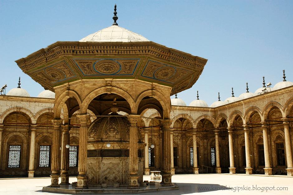 9. Kair, Egipt. Integralną częścią wielu meczetów jest fontanna, w której wierni dokonują obowiązkowego obmycia się (ablucji) przed każdą modlitwą. (Fot. Anna Krukowska)