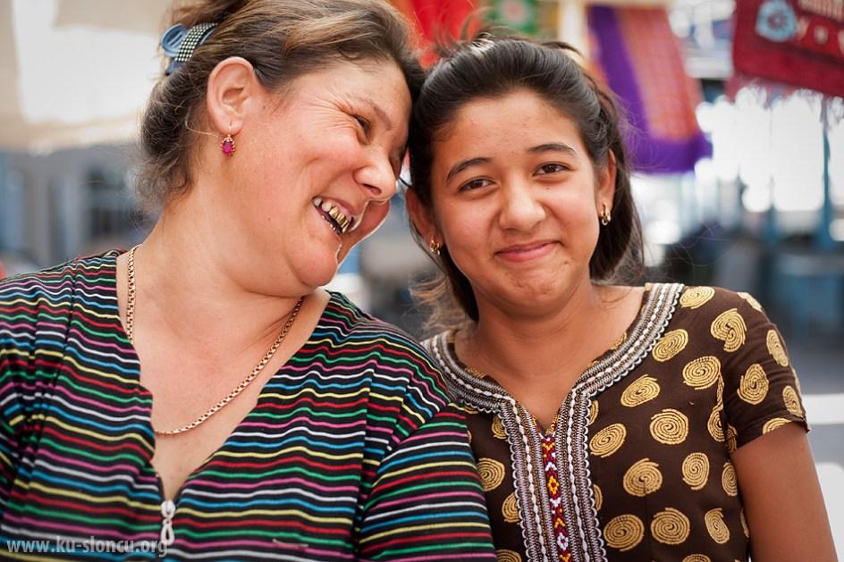 Turkmeńskie damy. (Fot. Robb Maciąg)