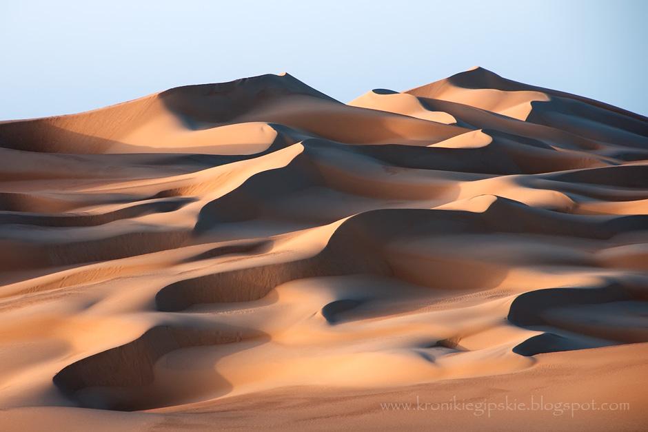1. EGIPT, Sahara. Na granicy Libii i Egiptu znajdują się jedne z największych na świecie wydm piaskowych, ciągnące się ponad 800 km niemal od Morza Śródziemnego do Gilf Kebir na południu. Znajdują się tutaj najdłuższe wydmy na świecie, z których rekordowa mierzy 140 km. (Fot. Anna Krukowska)