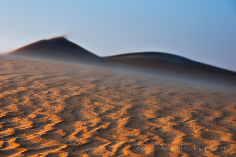 2. EGIPT, Sahara. Wiatry wiejące w okolicy Oazy Siwa tworzą z piasku niezwykłe geometryczne wzory i przenoszą wydmy z jednego miejsca na inne. (Fot. Anna Krukowska)