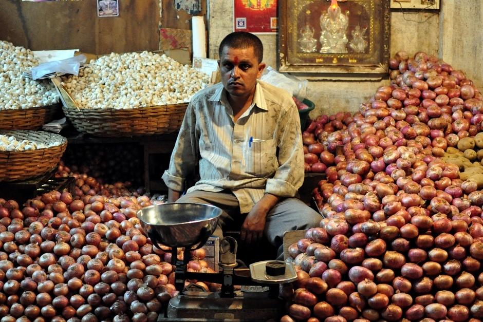 6. INDIE, Mysore. Ze sprzedaży cebuli i czosnku też można utrzymać się w Indiach. (Fot. Paweł Manczyk)
