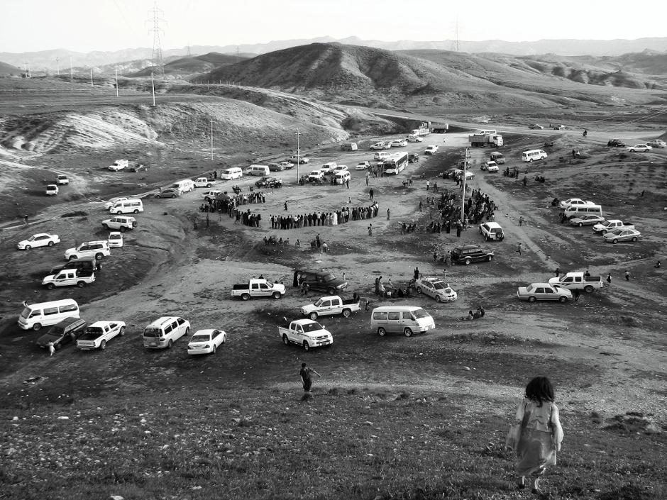 17. IRACKI KURDYSTAN, niedaleko Ranja. Ślub w plenerze jet czasem konieczny z powodu liczebności gości. (Fot. Katarzyna Komorek)