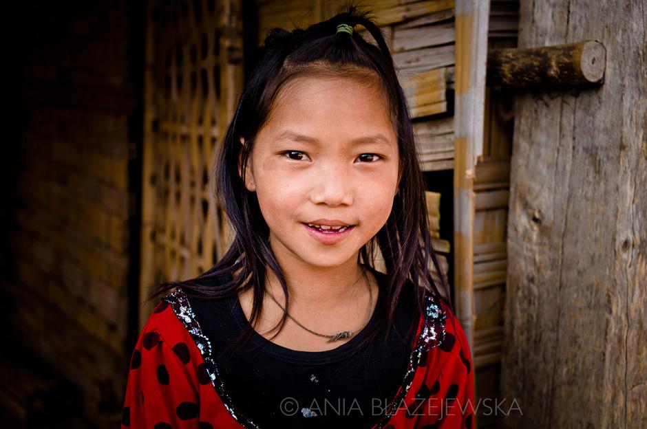 Laos - dziewczyna z ludu Akha