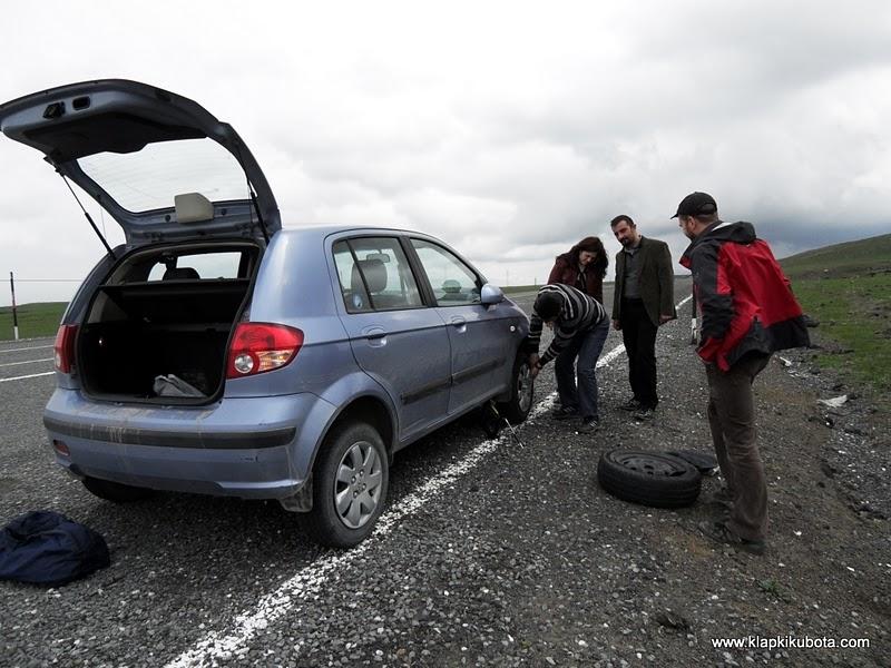 Autostop jest dla cierpliwych. (Fot. www.klapkikubota.pl)
