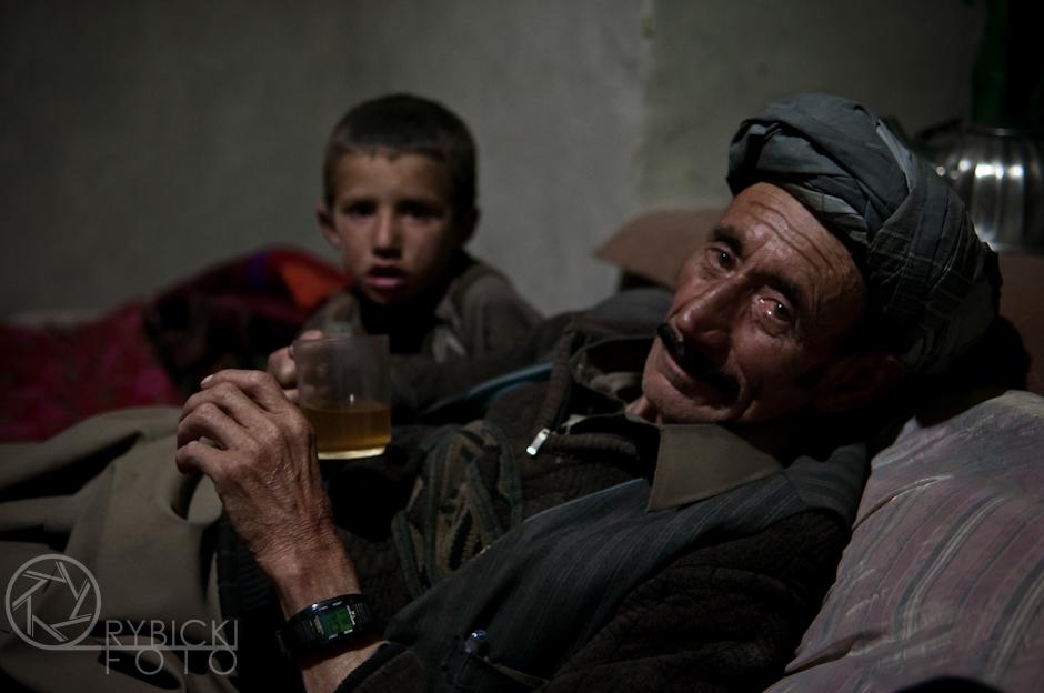 18. AFGANISTAN, prowincja Badachsztan. Gospodarz w swoim domu w wiosce Kepkut. (Fot. Jakub Rybicki)